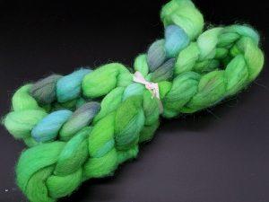 Kammzug aus einer Mischung von BFL und Nylon in grün, lila