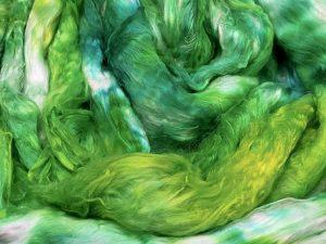 Breiter Kammzug aus reiner Maulbeerseide, semisolid, in Grüntönen