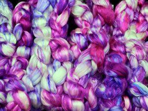 Kammzug aus reiner Maulbeerseide in pink, lila