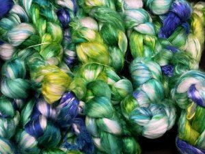 Kammzug aus reiner Maulbeerseide in blau, grün