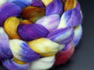 Kammzug aus einer Mischung von Merino, Tussahseide und Nylon in lila, orange, blau