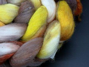 Kammzug aus einer Mischung von Merino, Tussahseide und Nylon in gelb, braun