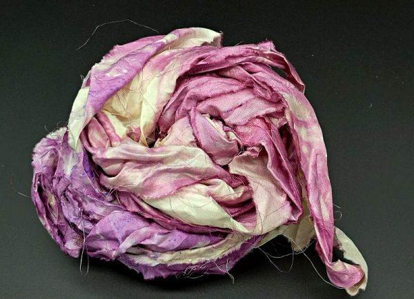 Seidenbänder in verschiedenen Rosatönen