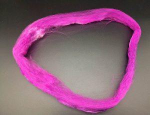 Seiden-Hankie in pinktönen, bei dem das Loch immer weiter vergrößert wird