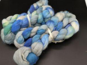 Kammzug aus BFL in Blau- und Grautönen