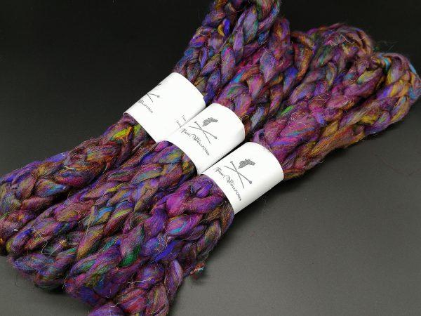 Kammzug aus Sariseide in violett mit bunten Sprenkeln