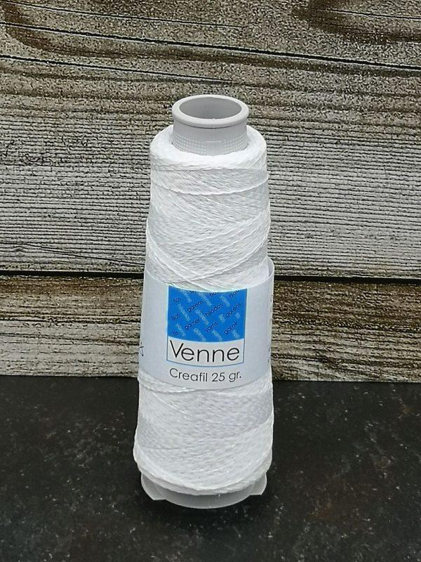 Polyestergarn mit irisierendem Glitzerfaden auf Kone in weiß