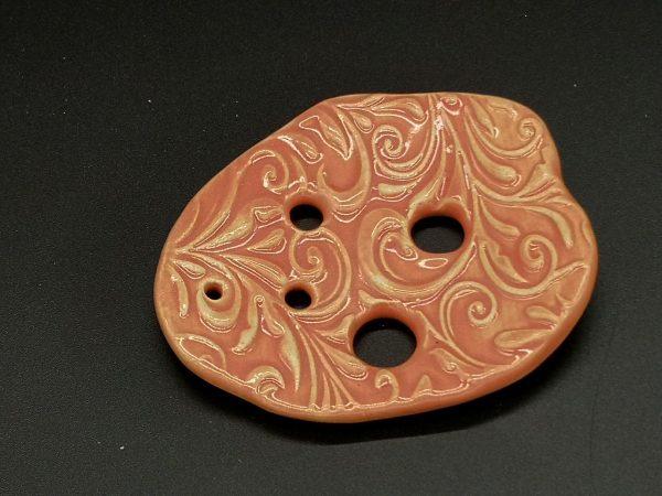 Lochscheibe aus Keramik, koralle lasiert mit 5 Löchern