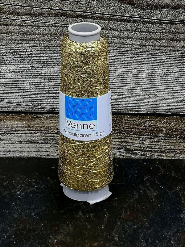 Metallisiertes Polyestergarn auf Kone in gold