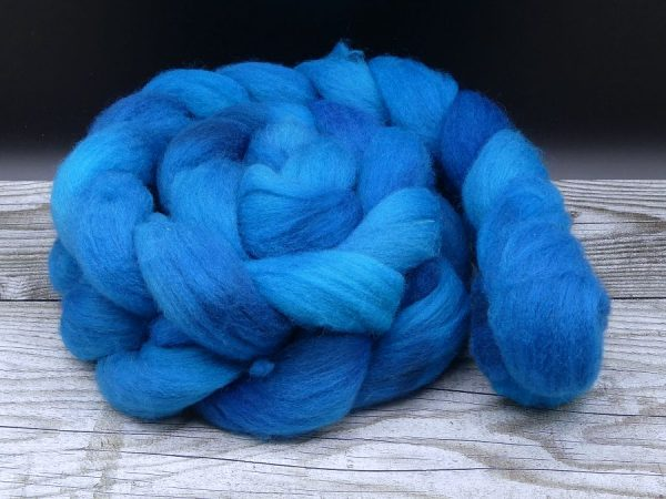 Kammzug aus Süddeutscher Merino in kräftigen Blautönen