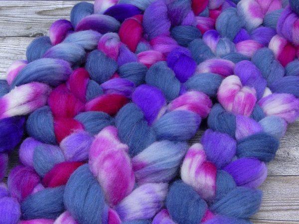 Kammzug aus Süddeutscher Merino in blaugrau, pink und violett