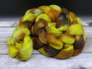 Kammzug aus Corriedale in gelb, braun und ein wenig schwarz