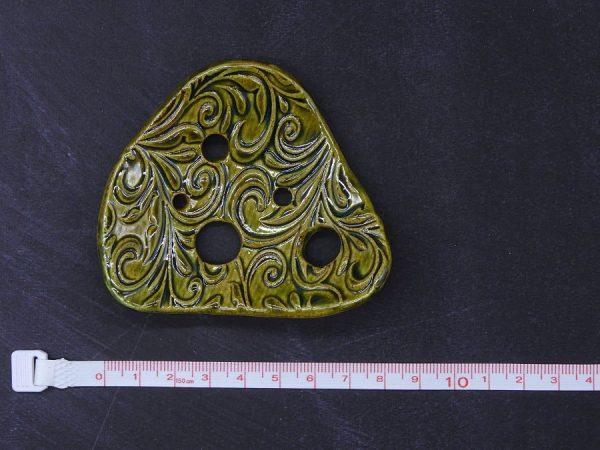 Lochscheibe aus Keramik, oliv lasiert mit 5 Löchern