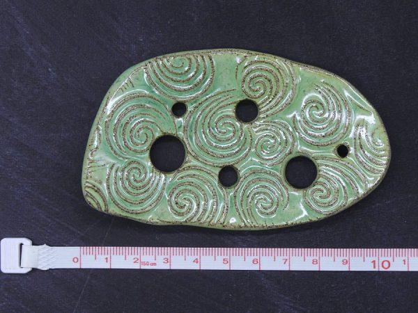 Lochscheibe aus Keramik, blaugrün lasiert mit 6 Löchern