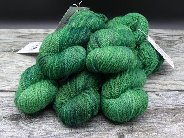 Garn aus Falklandwolle mit Lurexfaden in grün