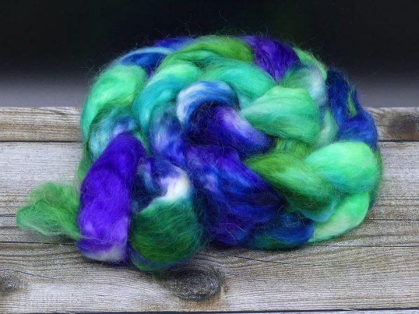 Kammzug aus Mohairfasern in grün, lila und blau
